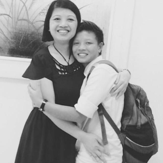 Trần Anh và mẹ.