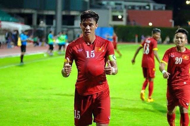 Pha ăn mừng bàn thắng gây tò mò cho NHM của Quế Ngọc Hải trong trận đấu với U23 Đông Timor. Được biết, đây là màn ăn mừng để chúc mừng anh trai của hậu vệ này sắp lên chức bố.
