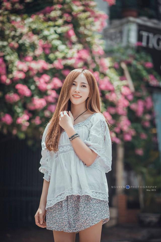 Ngưỡng mộ hình mẫu chú Lại Văn Sâm và có đam mê với nghiệp viết lách, Linh đã định hướng sẽ theo ngành báo chí từ rất sớm.