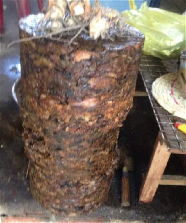 Mỡ thối chuẩn bị đưa ra thị trường tiêu thụ bị phát hiện tại huyện Hóc Môn, TP. HCM vào tháng 10/2015. Ảnh: Nông nghiệp Việt Nam