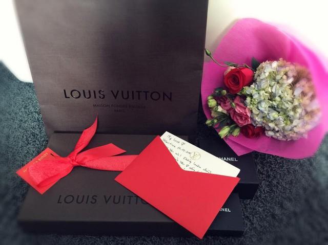 Chồng Tâm Tít thường xuyên dành tặng cô những món quà đắt tiền, làm tăng thêm số lượng cho bộ sưu tập hàng hiệu khiến nhiều người mơ ước của cô.