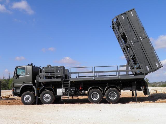 Xe mang phóng tự hành của tổ hợp tên lửa phòng không SPYDER-MR