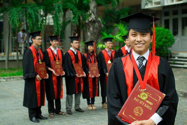 Bác sĩ Nguyễn Duy Hải tốt nghiệp Đại học Y Dược TP Hồ Chí Minh, hiện anh đang theo học Thạc sĩ tại chính ngôi trường này.