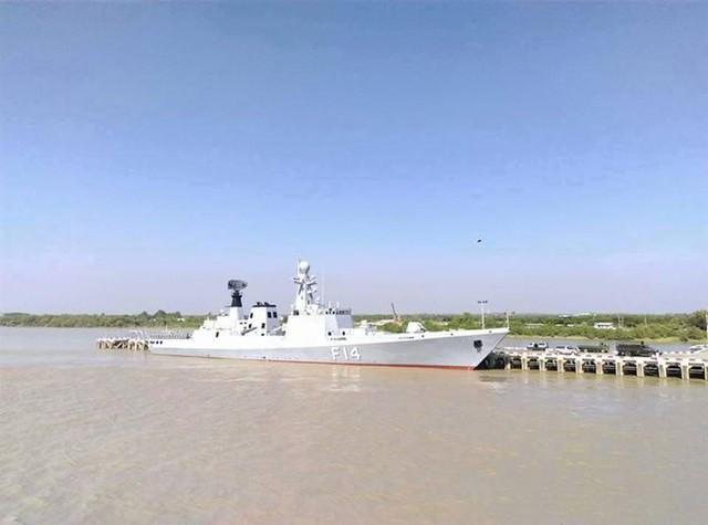 UMS Sinbyushin khi đã lắp đặt đầy đủ radar cùng hệ thống vũ khí