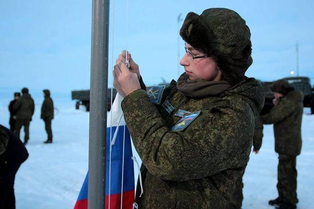 Việc triển khai các hệ thống S-300 đến Bắc Cực cho thấy tầm quan trọng của khu vực này đến chiến lược quốc phòng của Quân đội Nga.  Trước đó, Nga cũng bắt đầu khôi phục một số căn cứ quân sự cũ cũng như đưa khí tài hiện đại như hệ thống phòng không Pantsir-S1 đến vùng Bắc Cực.