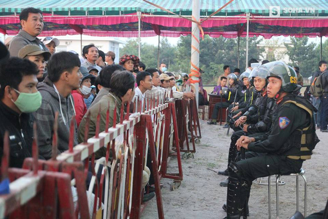 Sáng 17/12, phiên tòa xét xử sở thẩm lưu động vụ thảm sát ở Bình Phước, diễn ra tại thị trấn Chơn Thành