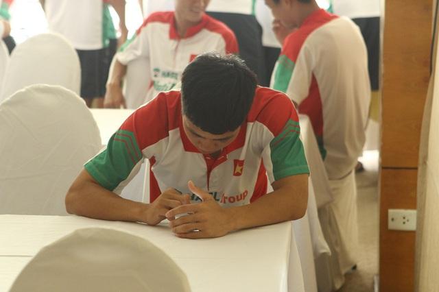 Trong màu áo U19 Việt Nam trước đây, Công Phượng là người sống khá khép mình.