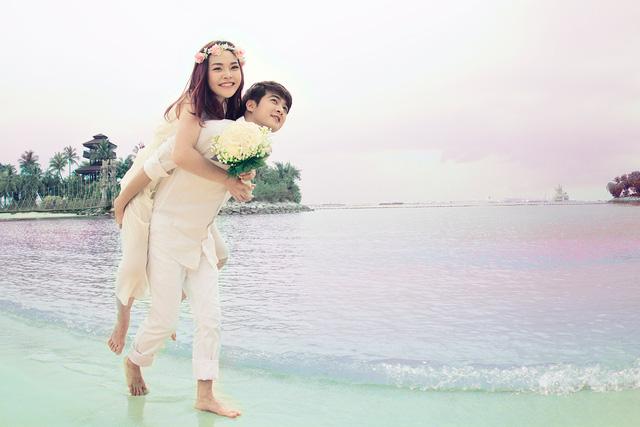 Vợ Phi Trường là ca sĩ Lê Thu Hương. Cô đã tốt nghiệp Đại học ngoại ngữ khoa tiếng Trung và Cao đẳng nghệ thuật Hà Nội khoa thanh nhạc.