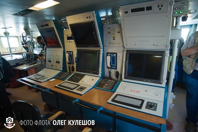 1 trong những phòng điều khiển bên trong tàu.