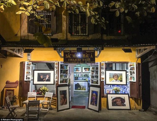 Cửa hàng mang tên Couleurs d'Asie của Réhahn tại Hội An. Anh đang lên kế hoạch thực hiện chuyến đi 15 ngày tới thám hiểm ở các vùng dân tộc thiểu số ở miền Bắc. Bộ ảnh tuyệt đẹp của nhiếp ảnh gia rời nước Pháp vì yêu Việt Nam