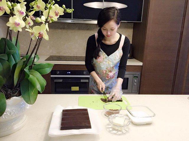 Sau ngày lấy chồng, Tâm Tít cũng dành nhiều thời gian để nghiên cứu và thực hành bếp núc. Cũng như những người vợ khác, cô quan niệm rằng một phần tình yêu của người đàn ông đi qua đường dạ dày.