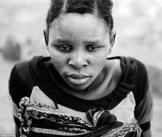 Những người phụ nữ Tanzania trông bình tĩnh và thoải mái hơn các bà mẹ Thụy Điển.