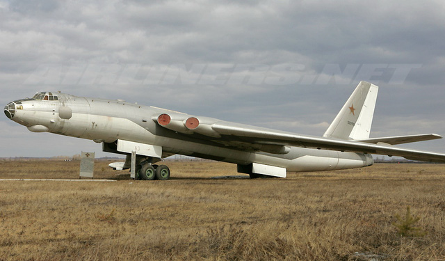 Máy bay ném bom hạng nặng Myasishchev M-4 Molot
