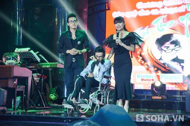 Do sức khoẻ chưa bình phục hẳn, Thái Lan Viên không thể nói quá nhiều trong lúc giao lưu. Song anh và MC đều bật khóc khi kể lại quãng thời gian đấu tranh với bệnh và nhận được sự giúp sức của rất nhiều người.