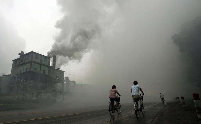 Mức độ ô nhiễm này cao hơn rất nhiều so với giới hạn tối đa theo tiêu chuẩn của Tổ chức Y tế Thế giới (WHO) là 25 mg/m3 và rất nguy hiểm với sức khỏe con người.