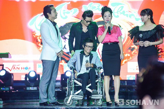 22h10 tối, nghệ sĩ hài Thúy Nga, nhạc sĩ Thái Hùng lên sân khấu để gửi lời động viên Thái Lan Viên và thay mặt anh, em nghệ sĩ kêu gọi các mạnh thường quân tiếp tục giúp đỡ để anh chữa khỏi hoàn toàn bệnh.