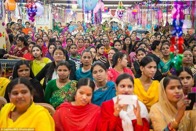 Trong các xưởng may ở Bangladesh, ước tính 60% lao động là phụ nữ.