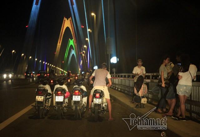 cầu Nhật Tân; hóng mát; CSGT