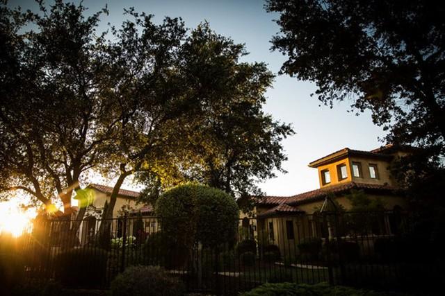 Căn nhà trị giá 2,5 triệu USD củaLệnh Hoàn Thành tạiSierra Nevada, bang California, Mỹ. (Nguồn: The New York Times)