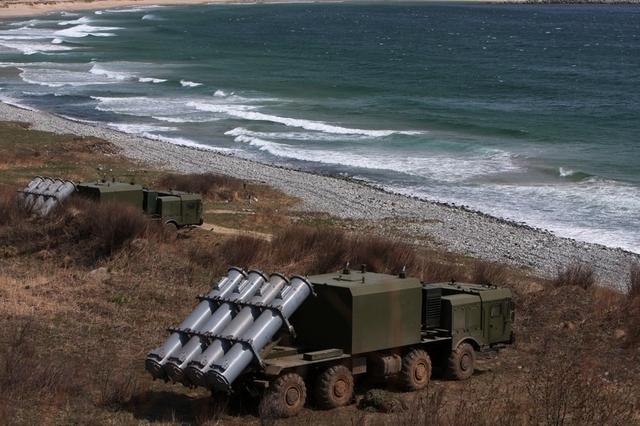 """Giám đốc Tập đoàn Tactical Missiles, Greygory Antsev cho biết: """"Nguyên tắc hoạt động của tổ hợp Bal đã được công khai, nhưng Tập đoàn Tactical Missiles đang có kế hoạch phát triển phiên bản đạn tên lửa nâng cấp X-35E với tầm bắn đạt tới 300km. Tên lửa mới cũng có các biến thể dành cho hải-lục-không quân"""". Ông G. Antsev tiết lộ thêm rằng, do trang bị đạn tên lửa mới có tầm bắn xa hơn, tổ hợp Bal-E cũng được nâng cấp hệ thống điều khiển hỏa lực và trang bị mới."""