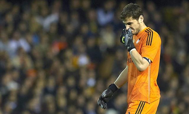 Khi sa sút phong độ, đến Thánh Iker Casillas cũng bị fan Real chỉ trích thậm tệ