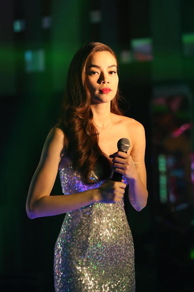 Trong phim, Hồ Ngọc Hà vào vai cô gái có ngoại hình nóng bỏng cùng giọng hát đầy mê hoặc.