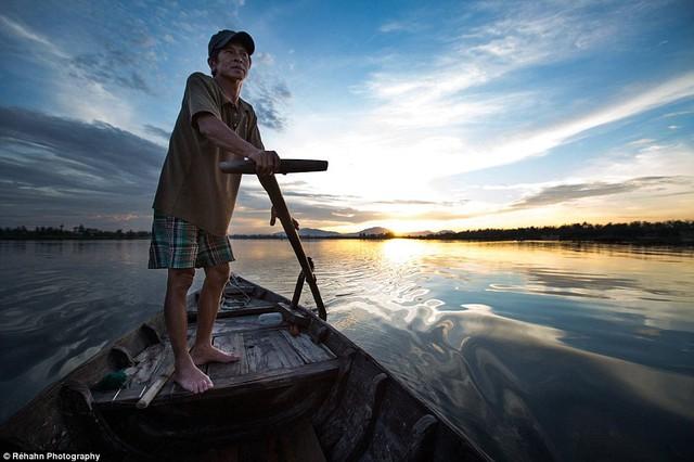 Một trong những khoảng khắc yên bình mà Réhah trên sông Hội An.