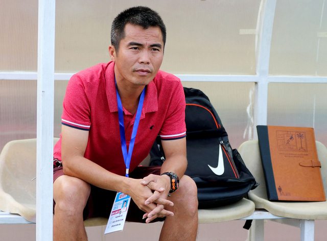 HLV Lê Thụy Hải ủng hộ việc trao toàn quyền cho đồng nghiệp trẻ Minh Đức, nhưng khẳng định cần thêm thời gian để kiểm chứng khả năng của thuyền trưởng U21 Hà Nội T&T.