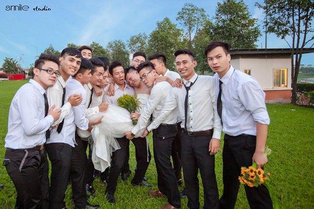 Nguyễn Văn Hinh (Smile studio - nhóm lên ý tưởng chia sẻ): Bộ ảnh được thực hiện trơn tru cả về hình ảnh lẫn ý tưởng vì có được sự hợp tác của các bạn sinh viên Nông nghiệp.