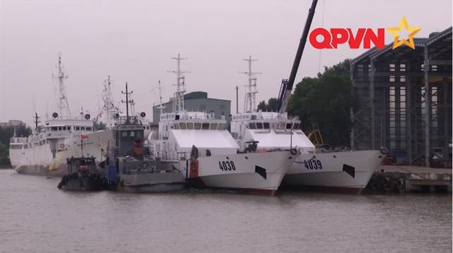 ... và cặp tàu 4038, 4039 đang được hoàn thiện tại nhà máy Z173