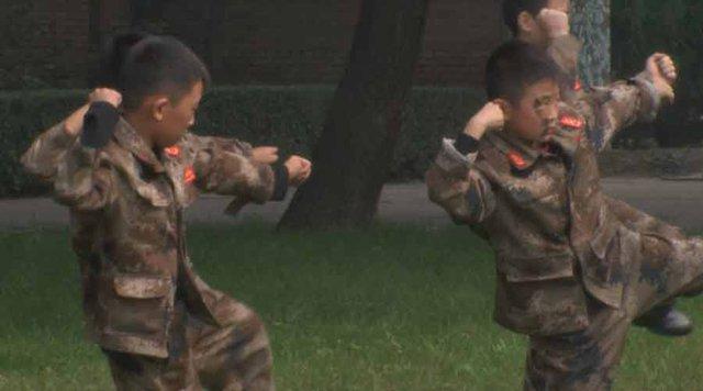Những đứa trẻ sẽ được tập luyện với súng trường, tập võ thuật và thực hiện nhiều bài tập quân sự khác. Thỉnh thoảng, chúng cũng sẽ được nghe giảng về lịch sử trong những giờ giải lao.