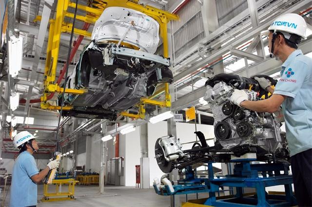 Công nghiệp hỗ trợ chưa phát triển là một trong những rào cản khiến các DN sản xuất ô tô trong nước muốn chuyển qua nhập khẩu