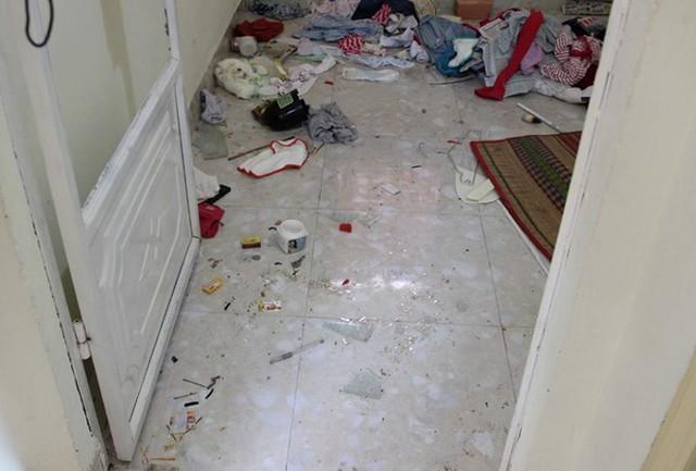 Nhiều vết máu trong phòng ngủ của chị Ly. Ảnh: Việt Tường/Zing
