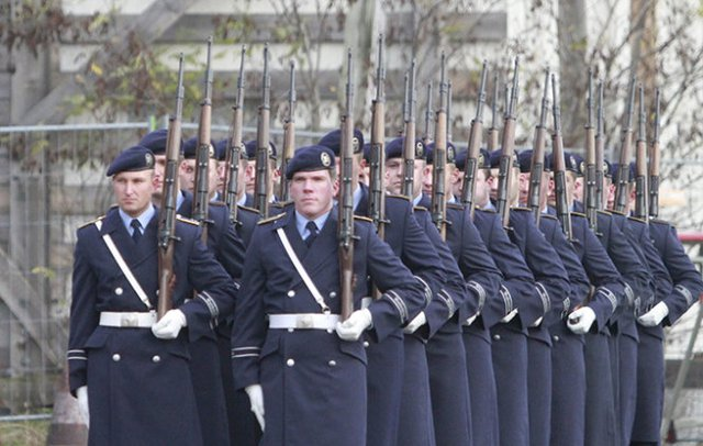 Hàng quân danh dự đón Chủ tịch nước và phu nhân cùng đoàn đại biểu cấp cao Việt Nam tại sân bay - Ảnh: V.V.Thành