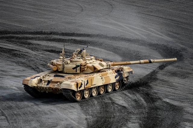 RAE-2015 được Nga chọn là triển lãm để phô trương các loại vũ khí mặt đất hiện đại nhất của họ như xe tăng T-14 Armata, xe chiến đấu bộ binh T-15 và pháo tự hành 152 mm Koalisya-SV.