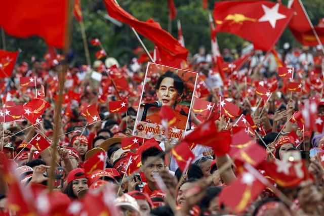 Người dân Myanmar vui mừng chào đón chiến thắng của đảng NLD. (Ảnh minh họa)