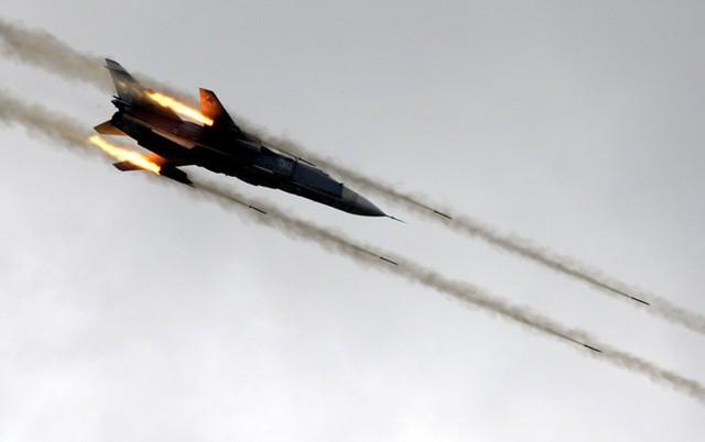 Máy bay ném bom Su-24 của Nga bị chiến đấu cơ F-16 của Thổ Nhĩ Kỳ bắn rơi hôm 24/11.