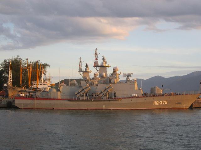 Tàu Molniya số hiệu 375, một trong 2 tàu được đóng tại Nga và chuyển giao nguyên chiếc cho Việt Nam