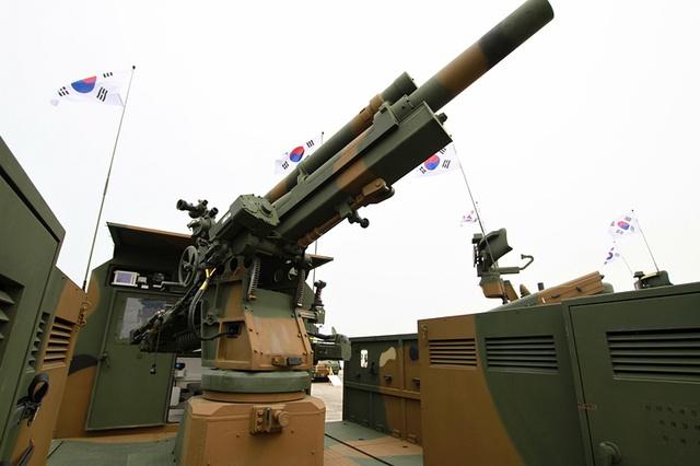 Pháo EVO-105 của Hàn Quốc được tích hợp thêm nhiều khí tài điện tử hiện đại.
