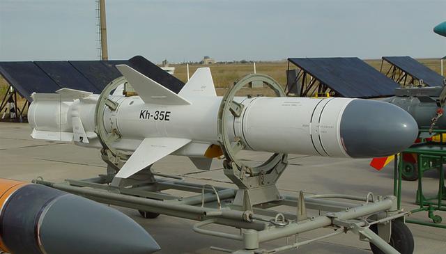 Tên lửa chống hạm Kh-35E Uran-E (phiên bản phóng từ tàu chiến).