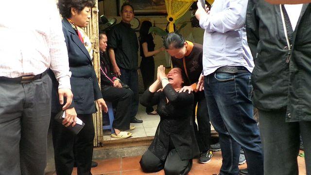 Bà Thu đã quỳ lạy để được lo hậu sự cho mẹ tại ngôi nhà này