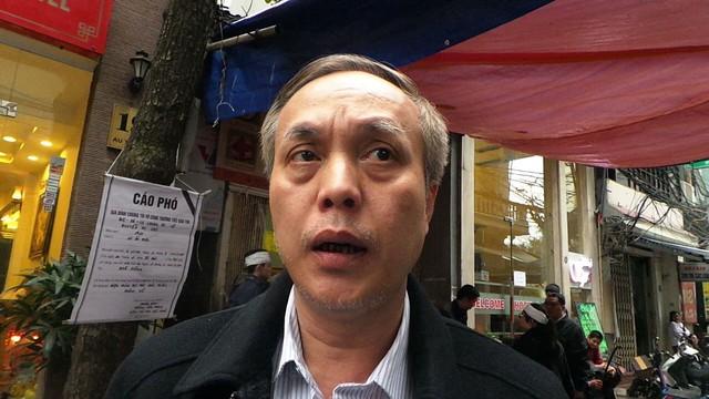 Trung tá Hoàng Đức Thọ, trưởng Công an phường  Hàng Trống.