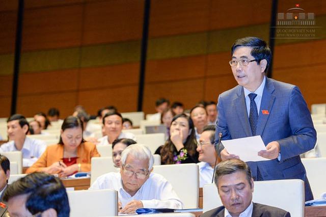 Bộ trưởng Cao Đức Phát trả lời ý kiến của ĐBQH. Ảnh: quochoi.vn