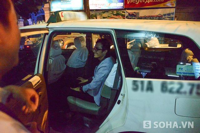 Để xoá bỏ sự lo lắng của nhiều người, khi yên vị trên xe taxi, Thái Lan Viên nở nụ cười hạnh phúc để tạm biệt và ra về.