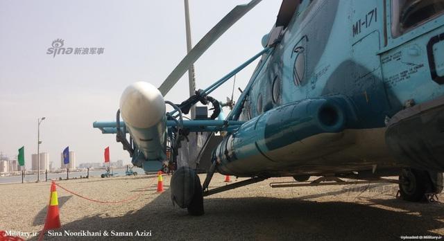 Với trọng lượng 715 kg của tên lửa chống hạm C-802/Noor, Mi-171 có thể mang tối đa 2 quả trên các giá treo bên hông, do tải trọng lớn nhất của vũ khí treo ngoài mà loại trực thăng này được phép mang là 1.500 kg.