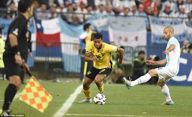 May mắn cho Argentina, tỉ số 1-0 vẫn được giữ nguyên đến phút cuối. Với chiến thắng này, Messi và đồng đội giành ngôi đầu bảng B Copa America và đi tiếp vào tứ kết.