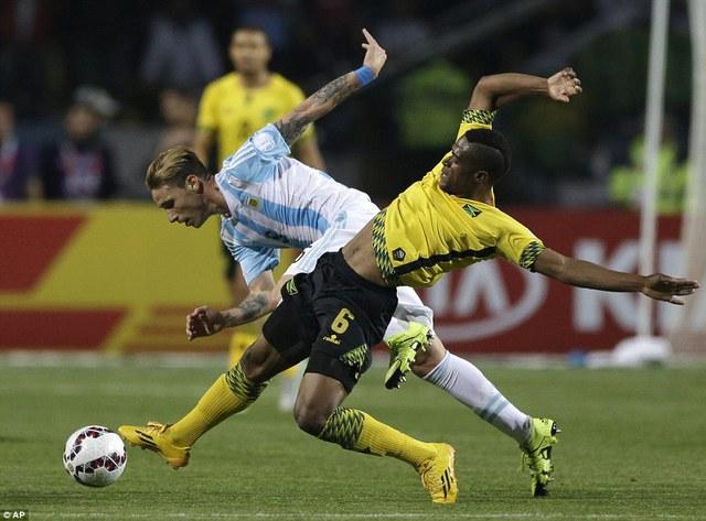Được đánh giá cao hơn, nhưng Argentina lại không thể hiện được đẳng cấp trước Jamaica.