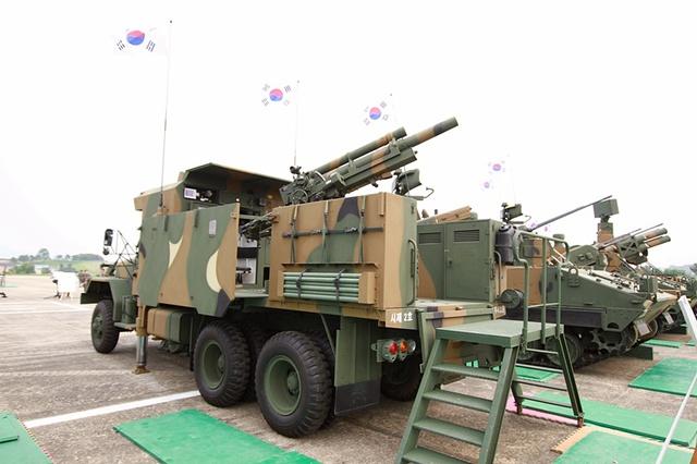 Pháo tự hành EVO-105 của Hàn Quốc.