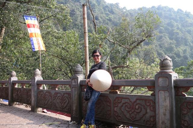Điểm đến đầu tiên được Chế Linh chọn đưa vợ đi thăm quan chính là Chùa Hương.