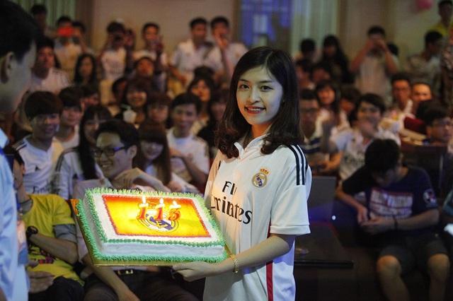 Các thành viên của Hội CĐV Real Madrid tại Việt Nam đã offline để kỉ niệm tròn 1 năm chính thức được công nhận, cũng như chúc mừng sinh nhật lần thứ 113 của CLB